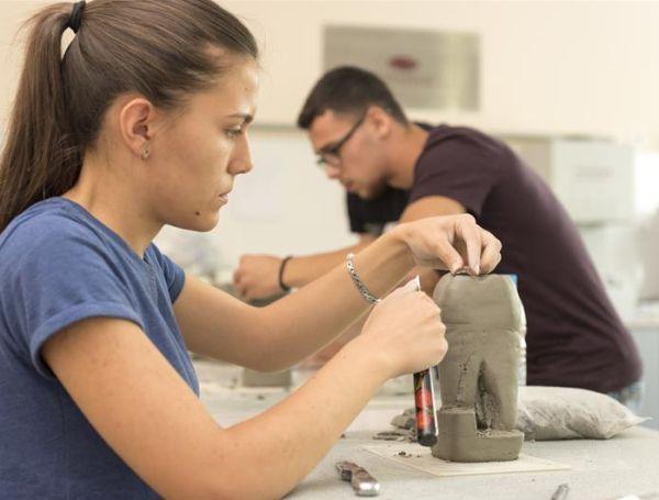 """Готови са резултатите от изпита по моделиране за специалността """"Зъботехник"""" в колежа към МУ-Варна"""