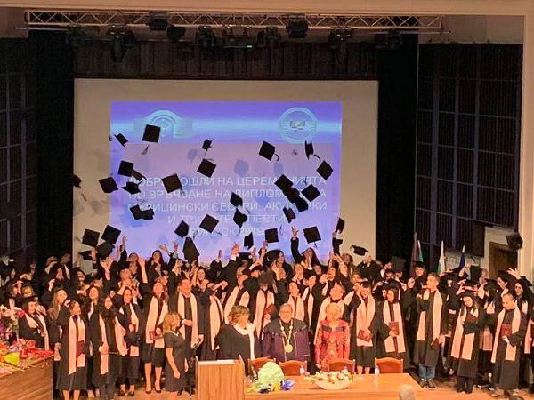94 абсолвенти получиха си дипломите си от филиала на столичния МУ във Враца