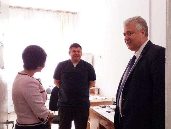 """Лекари от """"Пирогов"""" прегледаха близо 250 деца от Разлог"""