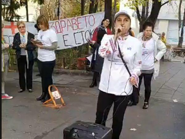 Медицински сестри протестираха пред НЗОК, за да бъдат включени в преговорите по НРД 2020
