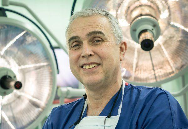 Световни хирурзи оперират на живо по време на форум във ВМА