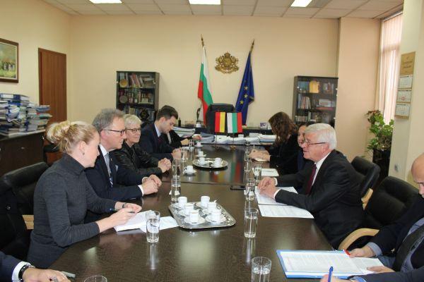 България и Германия са със сходни проблеми при медицинска помощ в малките селища