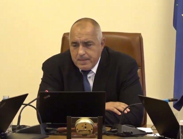 """Премиерът за пожара в """"Пирогов"""": Дано не се окаже, че е пушено в стаята"""