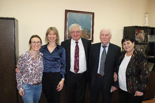 Министър Кирил Ананиев се срещна с белодробно трансплантирания Мариян Горбан