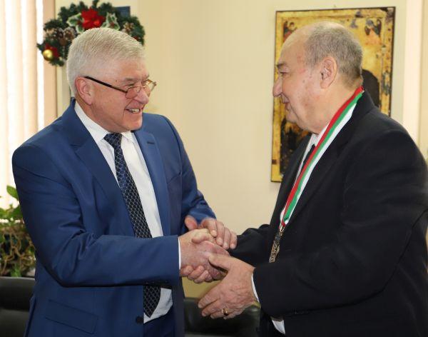 Доц. Стефан Левтеров с най-високото отличие от министъра на здравеопазването