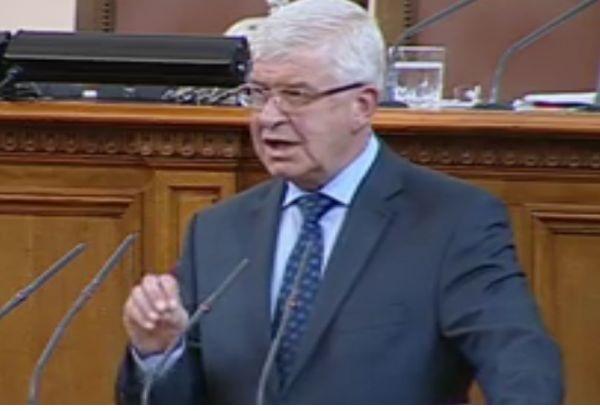 Министър Ананиев: Взети са мерки за недопускане на разпространение на коронавирус у нас