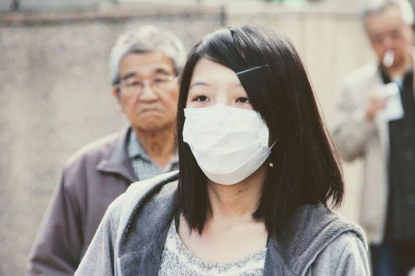 Китай изгражда спешно нова фабрика за предпазни маски