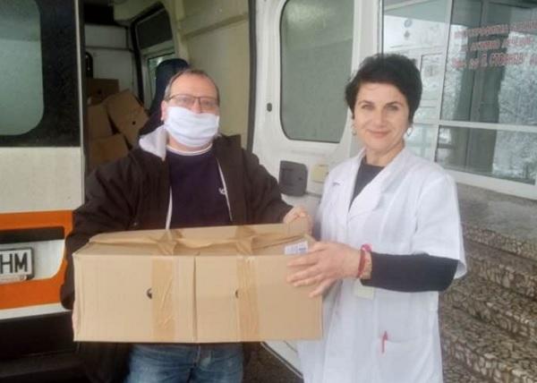Раздадоха 101 пакета с храни на медици и близките им под карантина