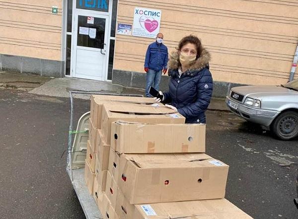 149 пакета с хранителни продукти са раздадени на медици и близките им под карантина