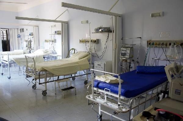 Здравната система на Великобритания страда от хроничен недостиг на финансиране и това се отразява в кризата