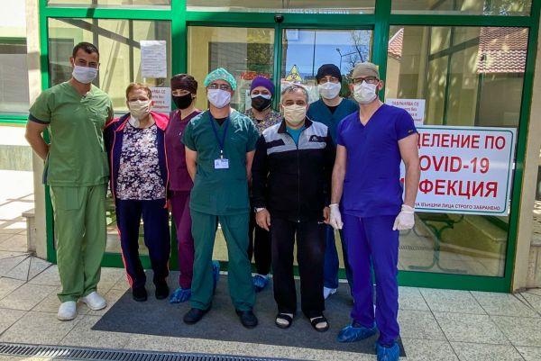 """""""Пълмед"""" изписа семейство с коронавирус след 15 дневно интензивно лечение"""