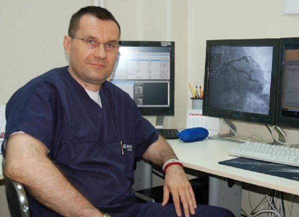 Доц. Добрин Василев: Ще започнем да живеем нормално, когато се открие ефективно лечение срещу COVID-19