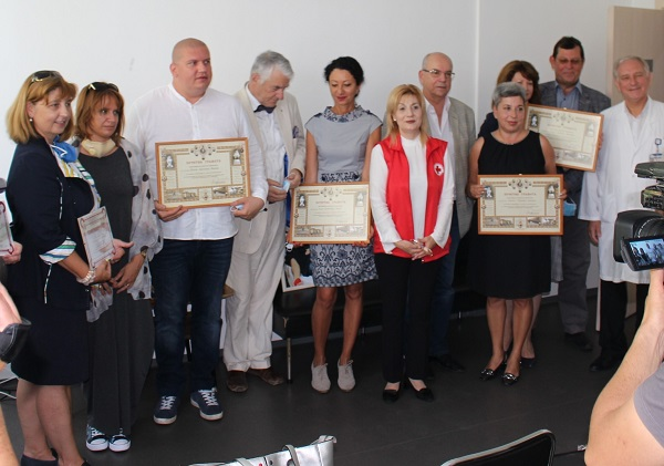 УМБАЛ Бургас и БЧК отличиха заслужили кръводарители