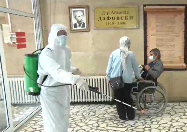 """Разследват специализантка от """"Пирогов"""" за заразата с COVID-19 в Кърджали"""