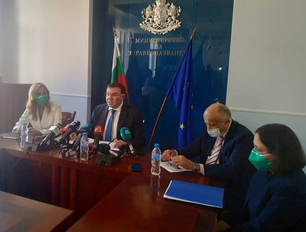 Министър Ангелов: Няма да сменям екипа си
