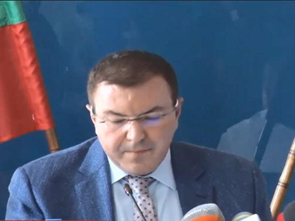 Ситуацията в домовете в Русе и Варна е овладяна, увери министърът