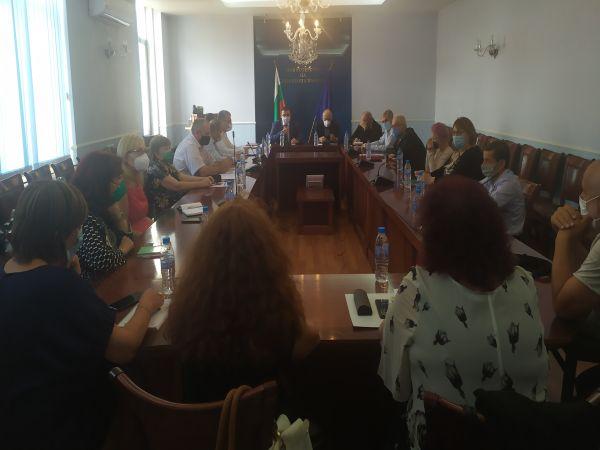 Всички пациенти с COVID в София ще минават през Координационен център в Инфекциозна болница