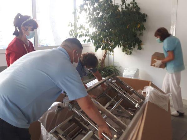 УМБАЛ Бургас получи като дарение нова носилка и манипулационна маса