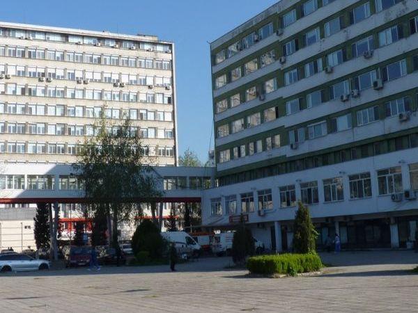 Лекари и сестри от други отделения на УМБАЛ Бургас дежурят при пациенти с COVID