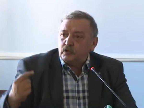 Проф. Кантарджиев: Заради противоречиви послания няма доверие в лекарите
