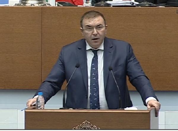 Парламентът прие решението за покупка на ваксините след бурни дебати и взаимни обвинения
