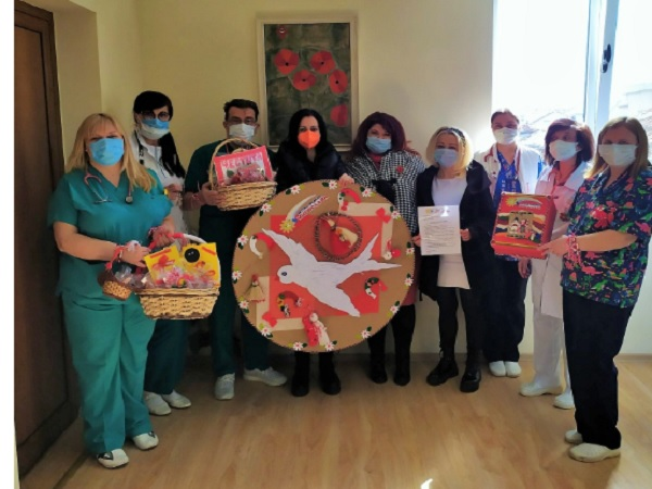 Деца зарадваха лекари от УМБАЛ