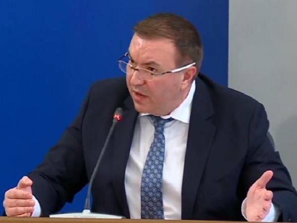 Министърът за спирането на АстраЗенека: Направихме застраховка на застраховката