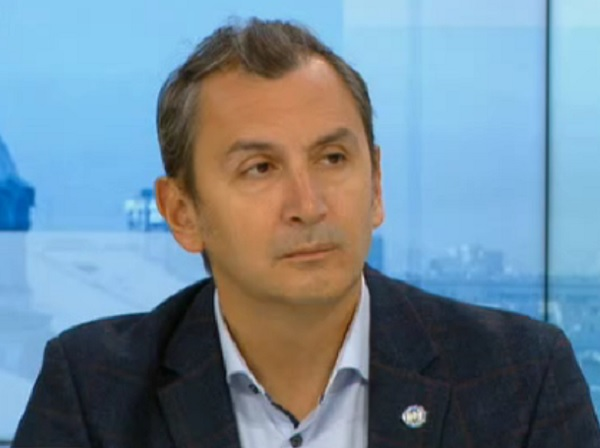 Доц. Околийски: Дискусията около AstraZeneca е политическа, ваксината е доказано ефективна