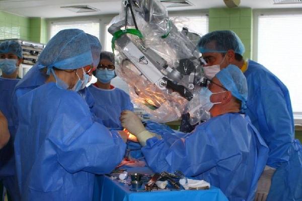 Имплантираха кохлеарни апарати за първи път в Североизточна България