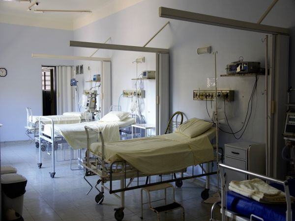 Хоспитализации и заболеваемост: COVID вълната отминава