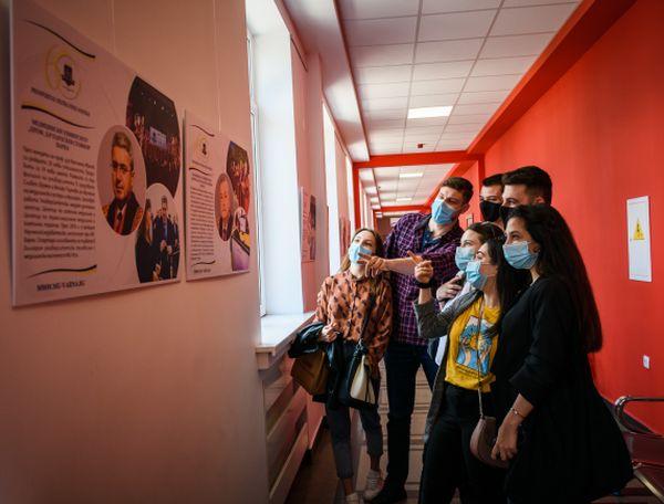 """Откриха фотографска изложба """"Пътят към успеха - 60 години Медицински университет - Варна"""""""