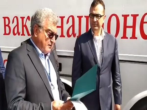 Мобилен пункт-автобус за имунизация срещу COVID заработи в София