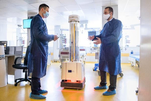 "УМБАЛ ""Свети Георги"" получи първия у нас робот за дезинфекция срещу COVID-19"