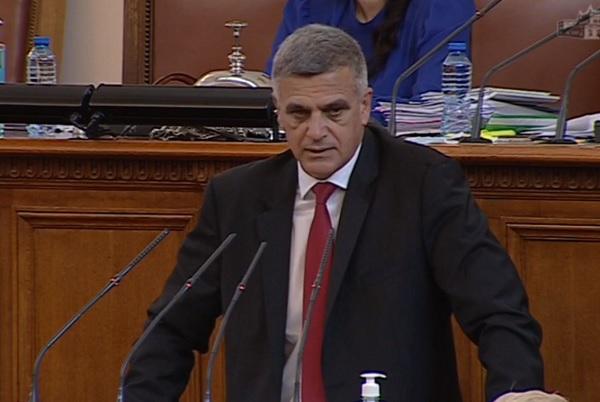 Янев: Управлението на кризата в момента фокусира вниманието към медиците