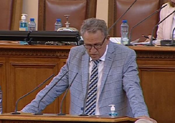 Министър Кацаров: Даряваме ваксини, за да не се налага да ги унищожим