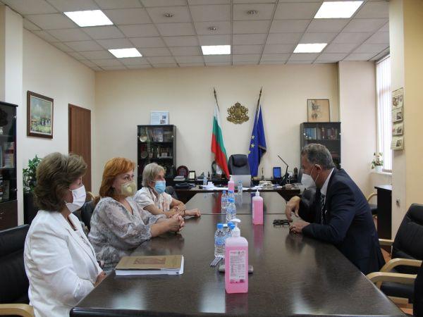 Кацаров: Проблемът с недостига на професионалисти по здравни грижи е огромен