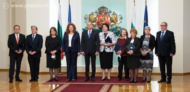 Президентът награди с Почетен знак седмина български педиатри и неонатолози