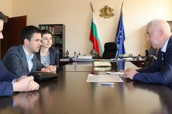 Млади лекари повдигнаха въпроса за специализациите пред министър Петров