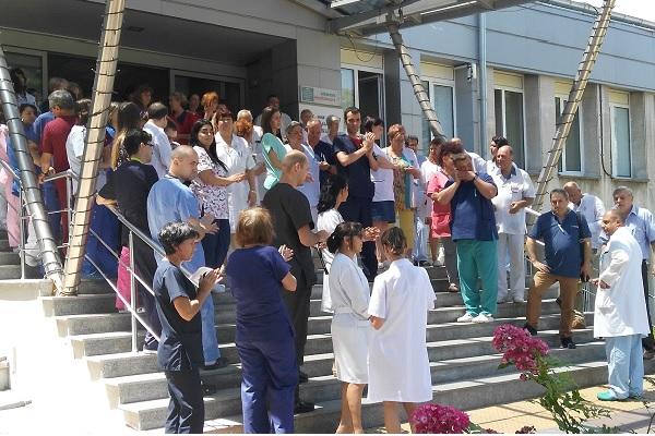 Стотици медици излязоха на протест срещу агресията