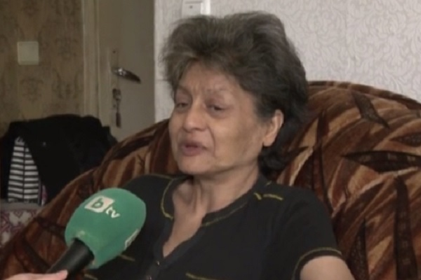 Сляпа жена моли за медицински преглед