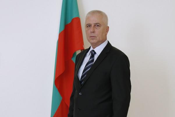 Здравният министър проф. Петров е приет по спешност в болница