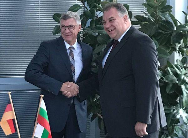 Зам.-министър Ненков за ЕМА от Берлин: Държим правилата за избор да се спазват точно