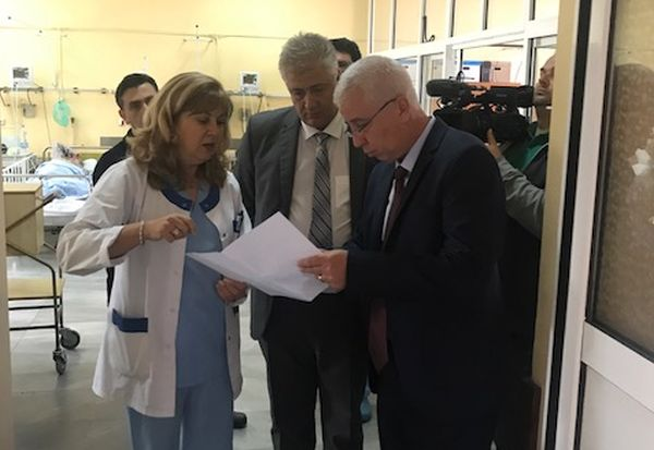 """Министърът провери състоянието на клиники в """"Пирогов"""""""