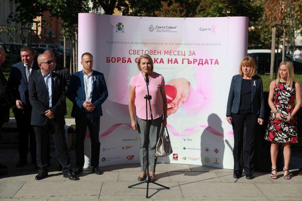 1200 розови балона полетяха в памет на жените, които губят битката с рака на гърдата