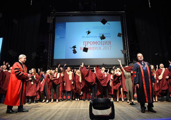 66 млади лекари по дентална медицина се дипломираха в МУ-Варна