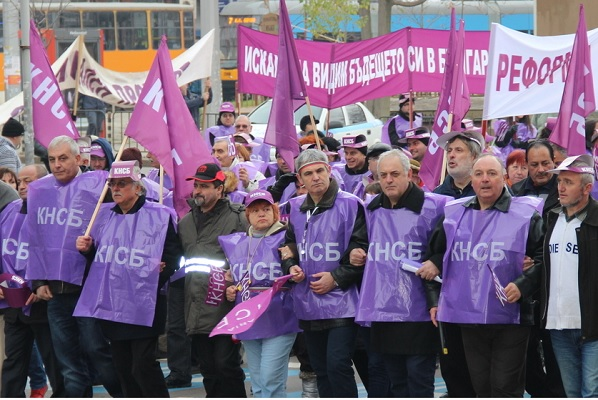 Здравни работници се включват в протеста на КНСБ за по-високи доходи