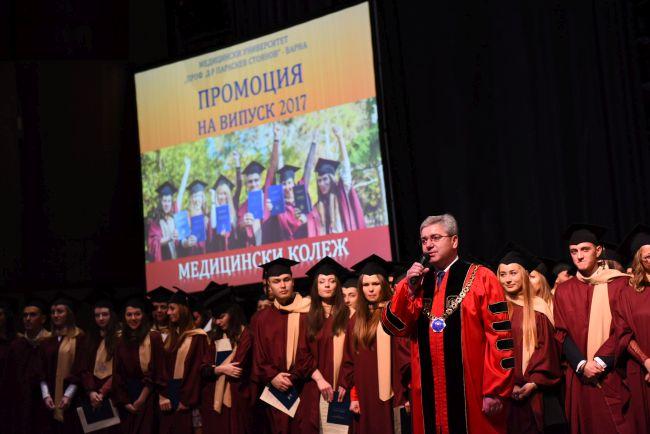 197 професионалисти завършиха Медицински колеж - Варна