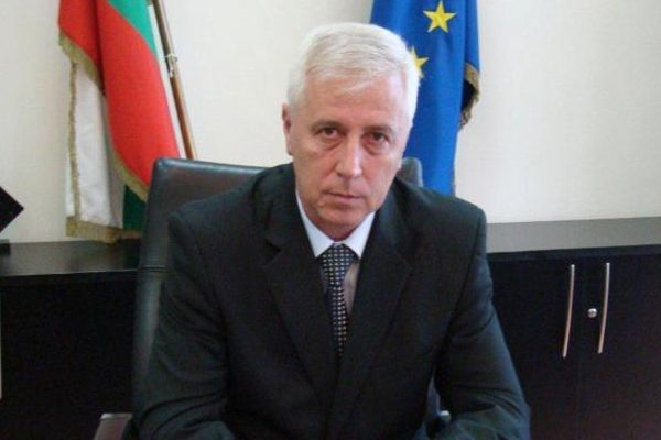 Министър Петров подаде оставка