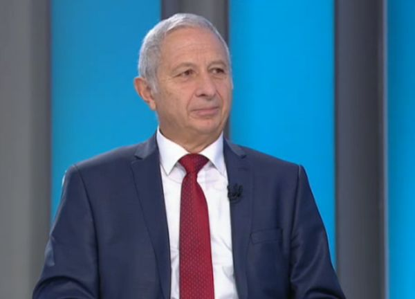 Проф. Петров намекнал за оставка още като шеф на ВМА, служебният премиер го разубедил