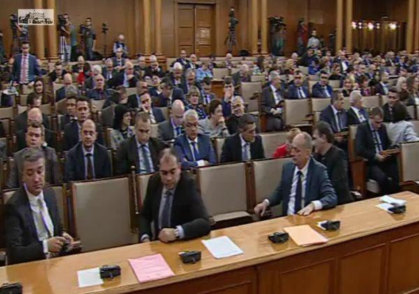 Парламентът гласува оставка и нов здравен министър